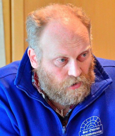 Får fortsette?: Bygdebokforfatter Frode Myrheim har beklaget forordet han skrev i siste bind av gards- og slektshistorien for Høland og Setskog.