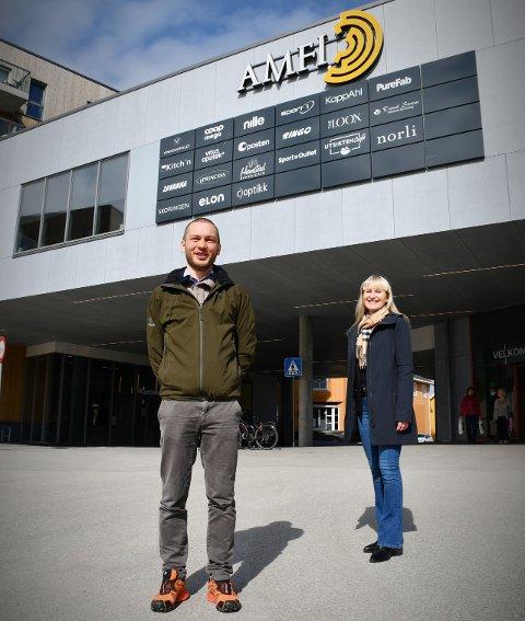 NY AMFI-LEDER: Kim-Harald Laupstad (36) blir ny senterleder og driftsleder på kjøpesenteret Amfi Rørvik. Eiendomssjef i Thon, Eva Johansen, er fornøyd med kandidaten de valgte å satse på.