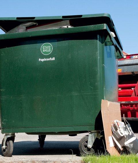 NÅ BLIR DET VESAR: Fra og med neste år blir det nytt selskap som tar med seg avfall som skal hentes i Sande.