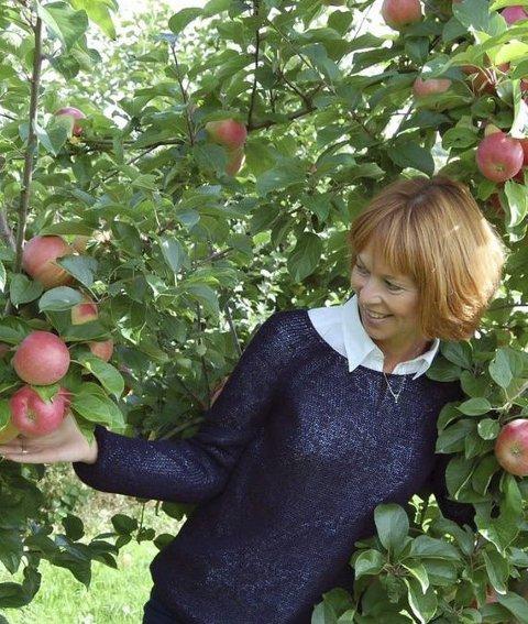 Flere alternativer: Gerd Nymoen mener vi kan tenke alternativt rundt hvordan vi får plukket frukt og bær i hagen.