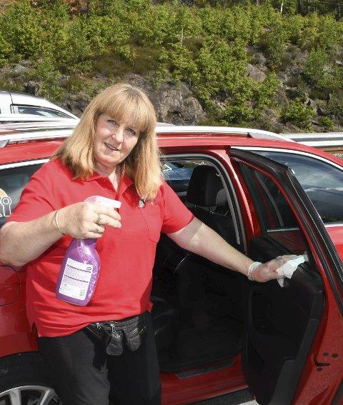 Ellen Tine Halvorsen har en drosje i Tvedestrand, men skal nå satse på Vegårshei i stedet. Siden hun har fått to løyver i kommunen, kan hun ha to biler i sving. Arkivfoto