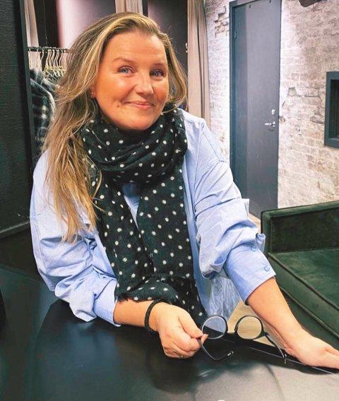 SMILER TROSS MOTGANG: Koronaåret 2020 har vært et forferdelig år for Janne Mathisen og klesbutikken honningsvågingen driver i Alta.