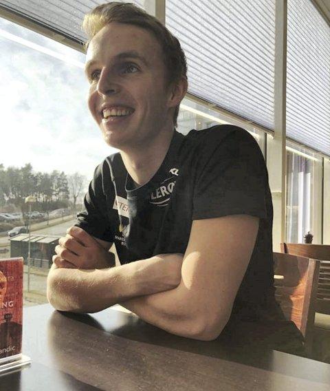 Bobler over av glede: Hallgeir Engebråten smiler bredt bare ved tanken på at han i helga skal få gå VM på hjemmebane foran tusenvis av tilskuere: FOTO: HENNING DANIELSEN