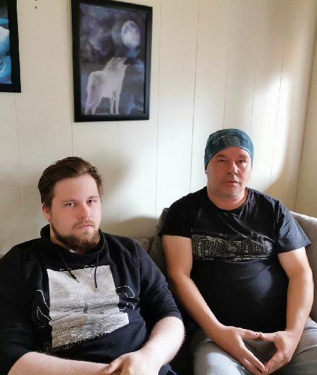 FORTVILER: Joakim Andersen (t.v) ble skutt med softgun og fortviler sammen med faren, Jan-Olaf Andersen, over at politiet henla saken.