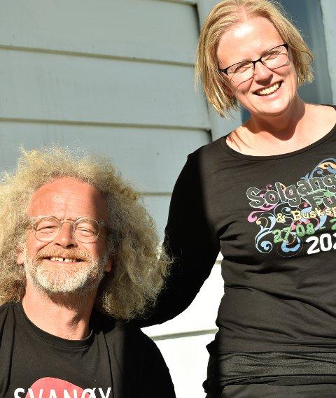 ORGANISATORAR: Halvard Husefest Lunde og Leni Myklebust i Svanøy Folkeakademi er skaparane av den vesle festivalen med stor personlegdom.