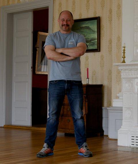 METALLMAT: Haakon Selmer-Olsen sørger for at rockestjernene får den bevertningen de forventer.
