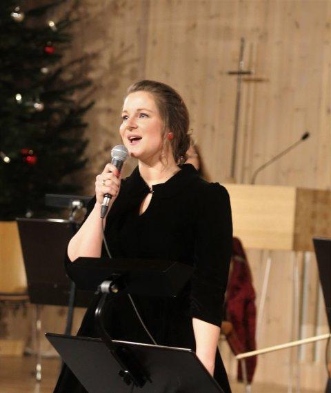 """Linn Haaland Vetaas framførte sin sjølvskrivne julesing, """"My Christmas""""  på kvelden før kvelden-konserten."""