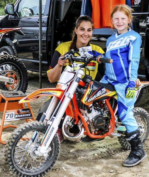 Raske jenter: Gjengen i Dirt Bike Girls kjører fort på banen, og håper flere jenter begynner med motocross. Her er Andrine Olstad sammen med Emily Innseth Iversen (7,5).