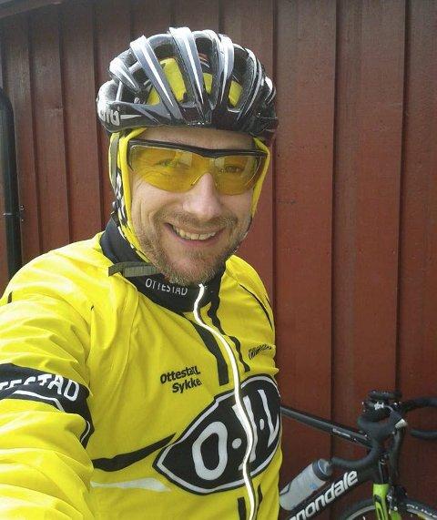 TIL STAVANGER: Roger Likvern planlegger årets sykkeltur, fra Hamar til Stavanger og hjem igjen. Han sykler for nyfødtintensivavdelingen ved Ullevål.