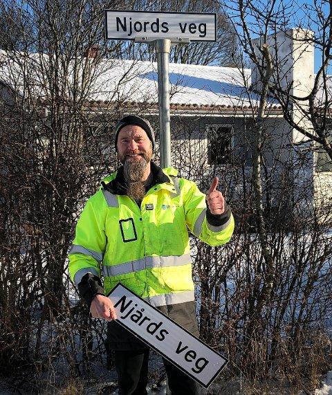 TOMMEL OPP: Fredag fikk Robin Wick i Haugesund kommune hengt opp skiltet.