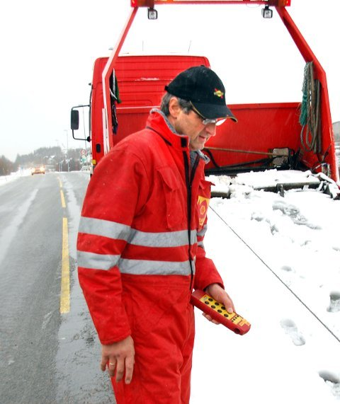 SKAPER PROBLEMER: Bilberger Ole Johan Olsen er oppgitt over sikringen av Valbrua.
