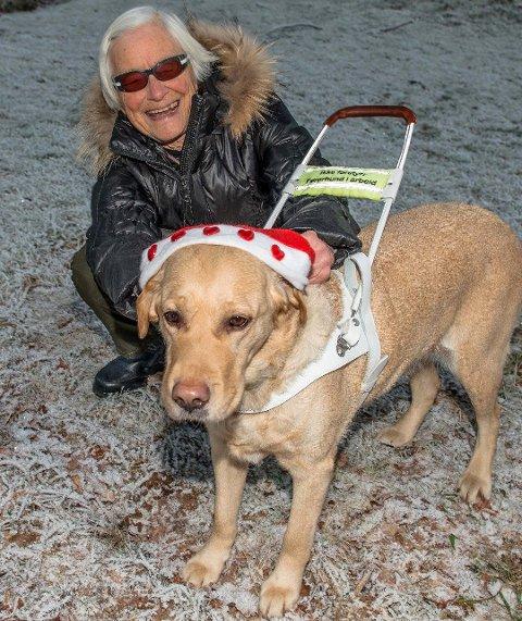 Takknemmelig: Inger Johanna Hoftun er glad for at noen valgte å ta med seg av den skremte hunden.