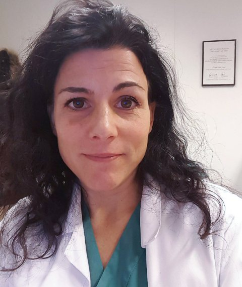 Kommuneoverlege i Vegårshei, Cornelia Gåskjenn, ble tirsdag kveld varslet av mikrobiologisk avdeling ved Sørlandet sykehus om at en person bosatt i kommunen har testet positivt på korona.