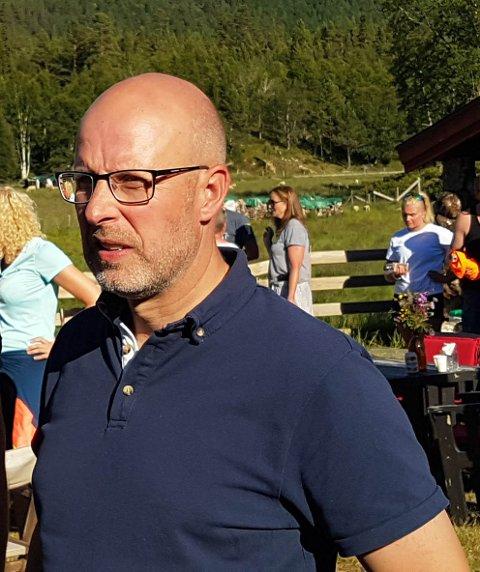 Erling Aas Eng i Hedmark Bondelag var tidlig ute med å arrangere et krisemøte for å finne løsninger på fôrsituasjonen. Nå følges bøndene opp med regionvise tørkemøter.