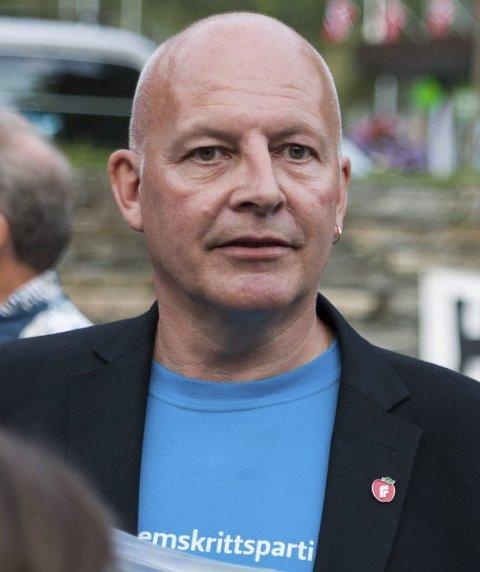 Finn Hagen (Frp) tok opp manglande nattklubbløyve i dei alkoholpolitiske retningslinjene.
