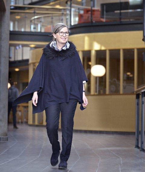 ALENE PÅ TOPPEN: Lise Jørgensen er alene som kvinne i toppledelsen på Dresser-Rand i Kongsberg. Hun synes det er til å gråte av at kvinneandelen i næringslivet fremdeles er så lav. FOTO: JAN STORFOSSEN