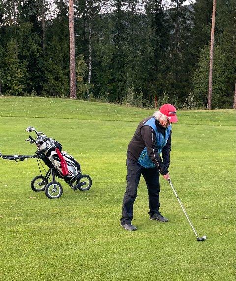 Etnedals store golfentusiast, Geir Norling, slo til med en fenomenal runde i seniorgolfens 17. runde på onsdag.