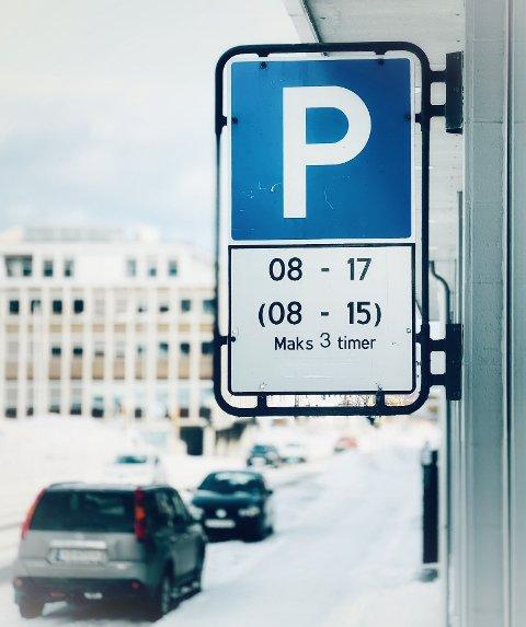 PARKERING: Hjemmetjenesten kan ikke parkere gratis i Harstad. Nasjonale regler setter en stopper for det. Kommunestyret stemte også nei.