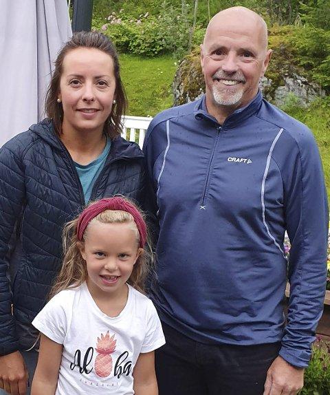 TRIO: Katrina Nilsen, Hedvik Lykke Lie og Tom Jakobsen skal bidra som trenere og spiller når NOR HK starter opp håndballag for førsteklassinger.