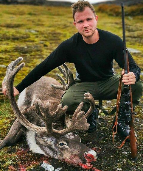 Oddmund Viskjer Eide med sin første bukk.