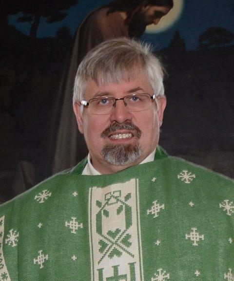 Sokneprest Kjell A. Skartseterhagen ser fram til morgendagens visitasgudstjeneste i Rotnes kirke..(Arkivfoto)