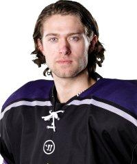 KOMMER TILBAKE: Jens Holstad fikk ikke kamper for Narvik hockey  i vinter. Nå kommer han tilbake.