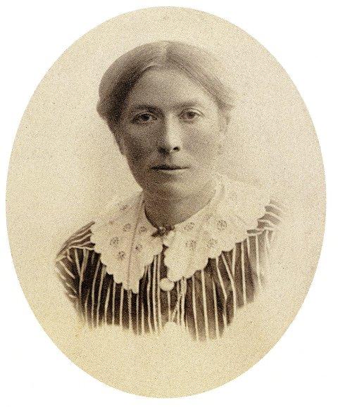 Tomasine var ste-bestemor til pensjonert professor Idar Stegane. Stegane har utgittut brevsamlinga «Kjære Tomasine!»