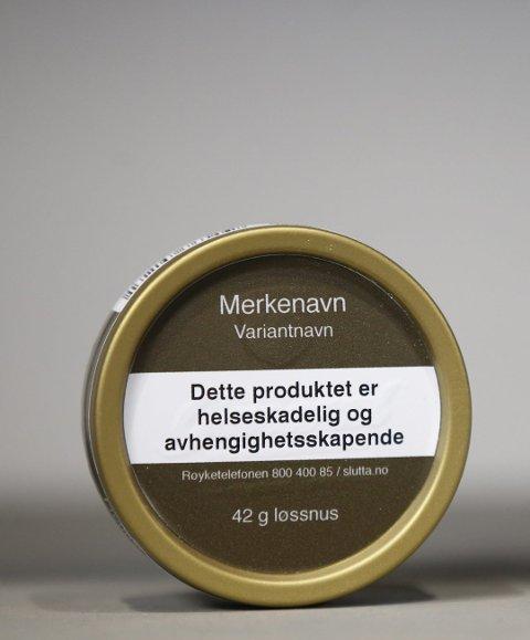 Nye snusbokser: De nye snusboksene og røykpakningene får standardisert design.