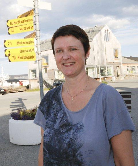 PÅ PLASS IGJEN:  Mari Gjæver Walmsley har igjen tatt turen fra Stavanger til Berlevåg for å være med i komiteen til til den årvisse sommerfesten, Sommer i Berlevåg (SiB).