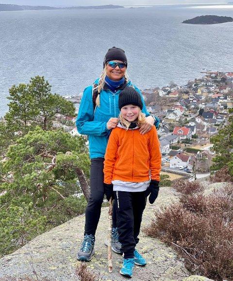 TOFTEFJELL: Kari Trontveit med sønnen Max (8)  på Toftefjell uken før påske.