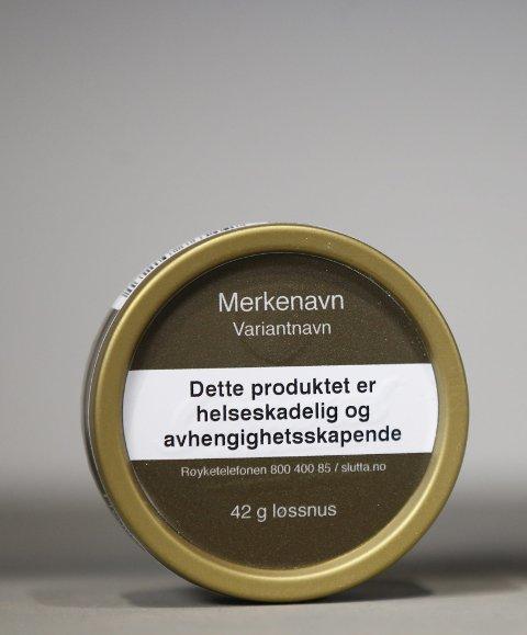 Nye snusbokser: De nye snusboksene og røykpakningene får standardisert design. Foto: Lise Åserud, NTB scanpix