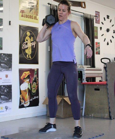SPREKE SAKER: Tone Hjelmtvedt er en av deltagerne du kan se direkte fra NM i functional fitness i helgen.