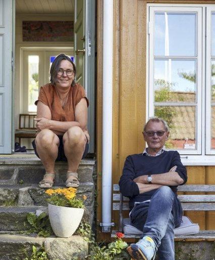 God sesong: Anette Marstrander og Øyvind Gunvaldsen er godt fornøyd med både besøket og salget i sommer. foto: Paul Paiewonsky