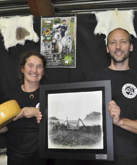 Marielle de Roos og Hugo Vink fra Lofoten gårdsysteri som har fått mye heder samt nådd ut til ostebutikk i Paris