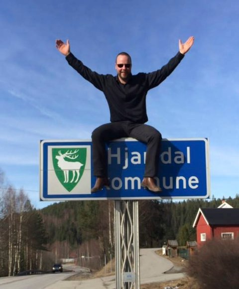 JUBEL: - Dette er en jubeldag for oss i Hjartdal og alle langs E134. Dette vil kunne åpne opp for sveksehandel i den forstand at svenskene kjøper hyttetomter, fritidsboliger og ferier his oss, sier ordfører Bengt Halvard Odden.