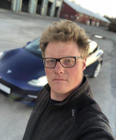 GLEDELIG TALL: Styreleder Mats-André Burås i Østfold elbilforening syns det er gledelig å se at flere velger å skaffe seg  elektriske personbiler.