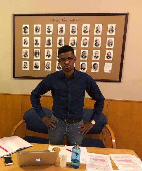 Mohammed er aktiv AP-politiker, og student i Trondheim. Her kommer han med inspill om integrering til Ranheim Arbeidersamfunn.