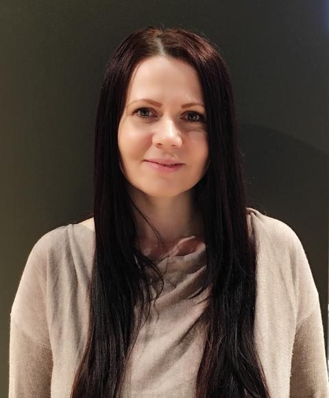 NY SPALTIST: Alisa Daic fra Åssiden i Drammen er frilansjournalist fra Bosnia og Herzegovina, har bachelorgrad i media og kommunikasjon.  og er dessuten en samfunnsengasjert filantrop og frivillig for Røde Kors. Hun studerer for tiden veiledning og coaching for å kunne hjelpe andre til å lykkes.
