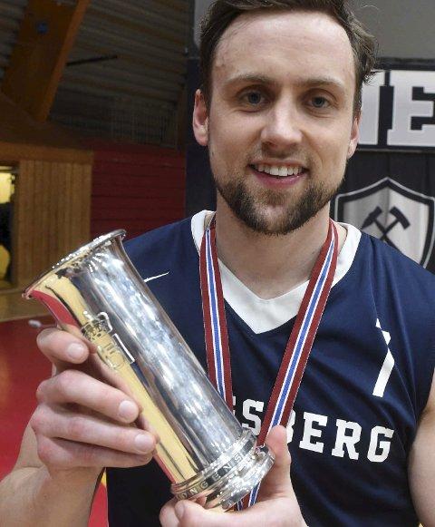 FORTSETTER: Nicolai Østbye la opp etter å ha vært med på å sikre Miners den andre kongepokalen på rad. Nå har kongsberggutten ombestemt seg og satser videre.ALLE FOTO: OLE JOHN HOSTVEDT