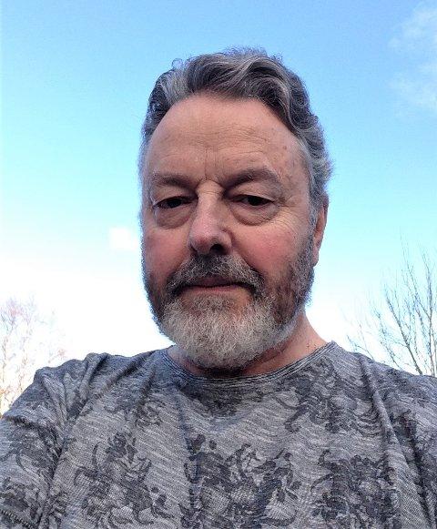 Rasmus Rasmussen forgiftar tilhøvet mellom Nordmøre og Romsdal, og fyrer opp under den giftige fogderistriden, skriv Lars Valderhaug.