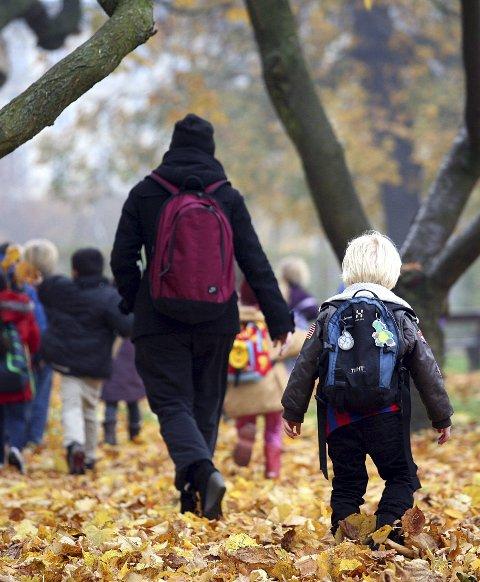 Økende ulikheter: Flere barn lever i familier som ikke har råd til ferie og kostbare aktiviteter på fritiden. Arkivfoto: Colourbox