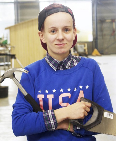 Aina Helltun (19) velger en utradisjonell yrkesvei (for jenter). Nå trenger hun lærlingplass.