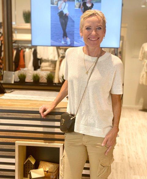 KREATIV: Siv Helen Grødem er eigar av butikken Suser i Sivet i Tønsberg. Virkesjefen meiner butikkane i Førde kan lære av butikken hennar.