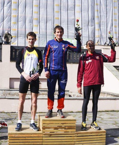 Sølv: Gjermund Tønnesen på pallen etter sitt sølvløp i NM.