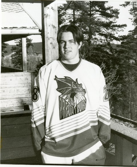 JULA 1995: Bård Sørlie hjemme på juleferie. Noen få måneder etter ble han canadisk juniormester, kanskje karrierens høydepunkt.