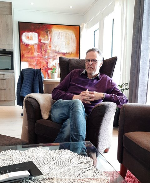 NY LEILIGHET: Hans Petter Borgos er nyinnflyttet i Tjønnbakken Terrasse.