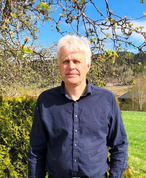 TILFREDS MED SKOLENE: Dag Jøran Myrvang ser utfordringene, men er tilfreds med skolene i kommunen.