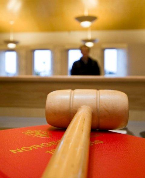 TYNN FORKLARING: Retten trodde ikke på mannens tynne forklaring, og tar ifra ham to biler og en moped.