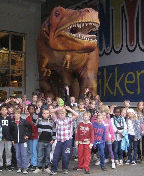 PÅ TUR: Dette var noen som besøkte Eventyrfabrikken i Sarpsborg i høstferien 2010. FOTO: STEIN NØSTING, KJELLER'N