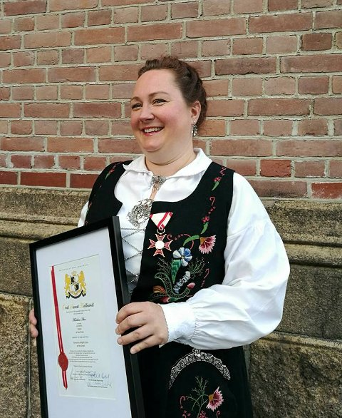 Æres-ridder: Marilena Aker fra Hole mottok Sankt Hallvards Ordens  fortjenestedelaje og ble æress-ridder for sitt arbeide med integrering av flyktninger i Norge.